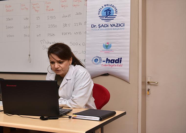 Tuzla Belediyesi Kadın Koordinasyon Merkezi'nde, Tuzlalı kadınlara yönelik online kurslar başladı. Bine yakın kadının başvurduğu kurslar 6 hafta sürecek ve tüm eğitimlere katılan tüm kadınlara 'Katılım Belgesi' verilecek.