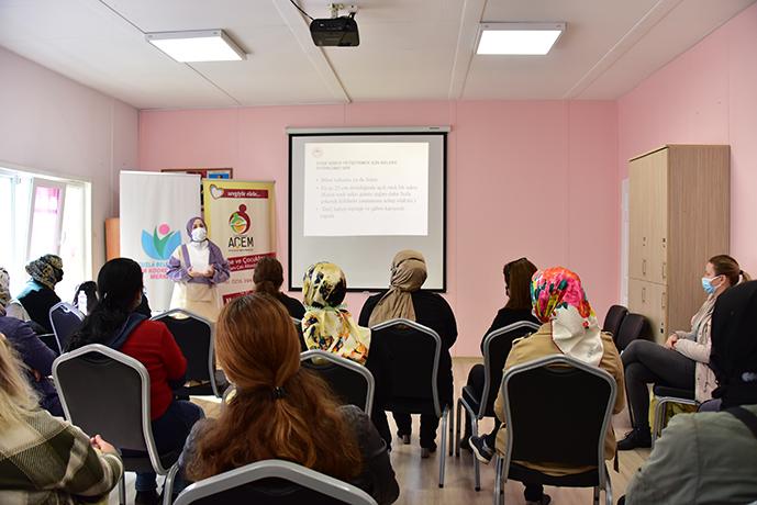 İstanbul İl Tarım ve Orman Müdürlüğü koordinasyonunda Tuzla Belediyesi Anne Çocuk Eğitim Merkezi destekleri ile Tuzlalı kadınlara ve çocuklarına 15 Ekim Dünya Kadın Çiftçiler Günü dolayısıyla 'Saksıda Sebze Yetiştiriciliği' kursu verildi.